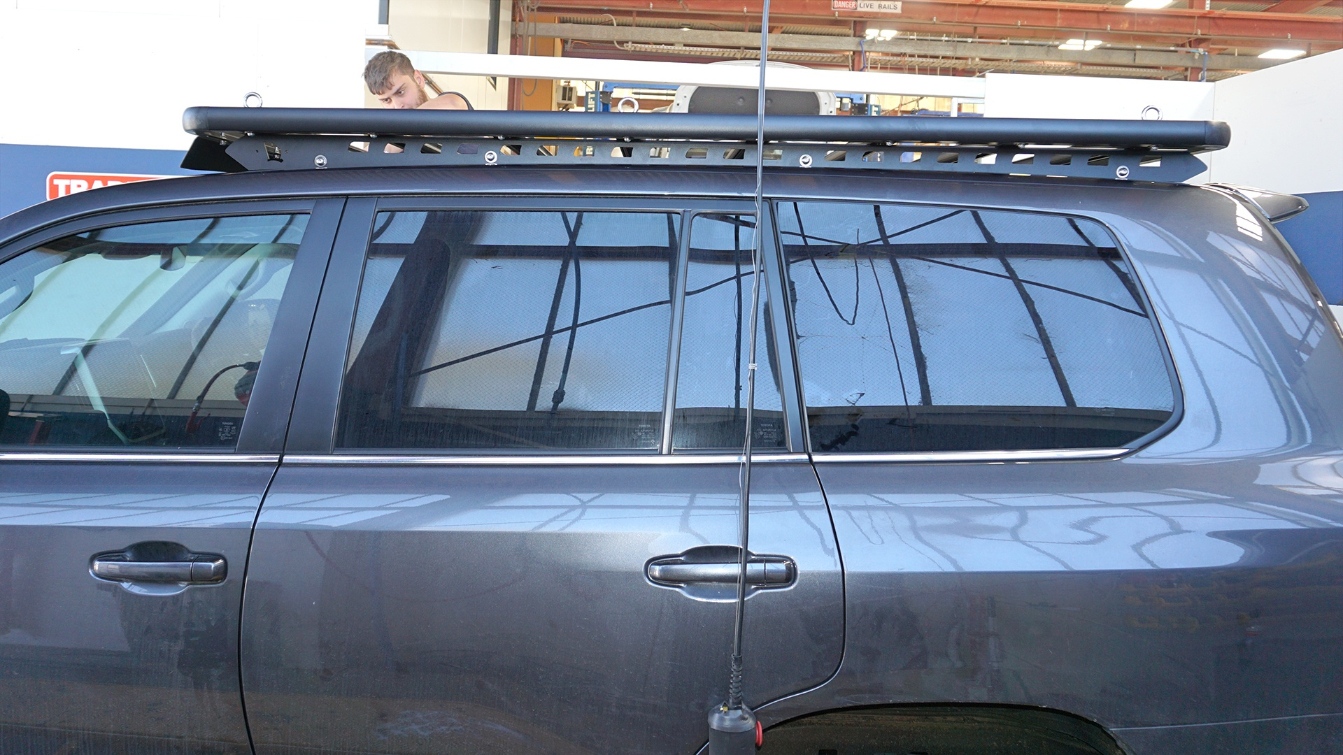 Side view of a Toyota LandCruiser 200 Series with a Wedgetail roof rack installed.