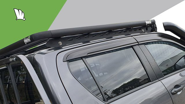 Side view of the Wedgetail rack on the cabin roof of the HiLux showing the one piece mounting rails with two connection points and the platform roof rack attached to the mounting rails at each of the five cross bars.